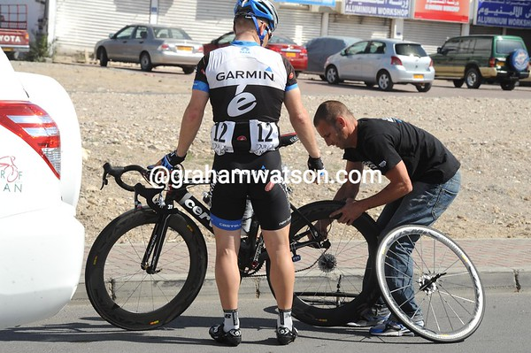 Roger Hammond suffers a similar fate - one of six flats for Garmin today..!