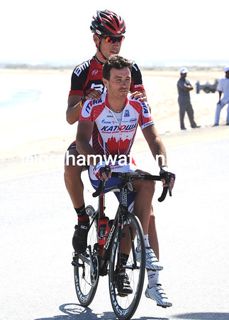 Manuel Qunziato gives a taxi-ride to the sign-on for Luca Paolini - his Focus bike hasn't turned up either..!