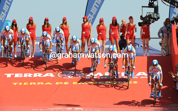 Vamos de la playa - Skil-Shimano are the first team to start from the beach in Benidorm...