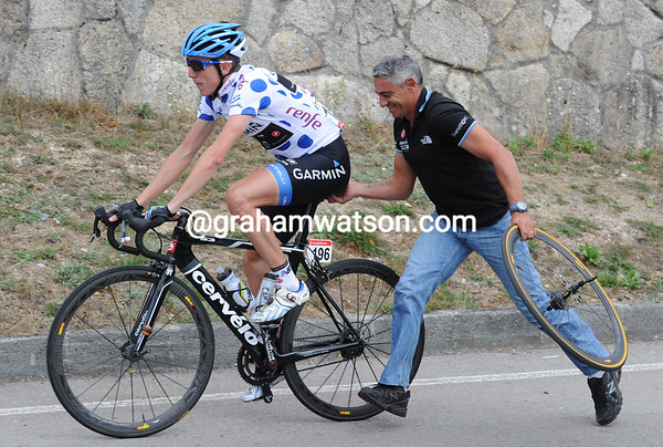 Dan Martin needs a wheel change - at least it makes his mechanic smile..!