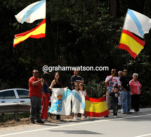 Those are Spanish and Gallego flags flying together today - we are after all in Galicia...