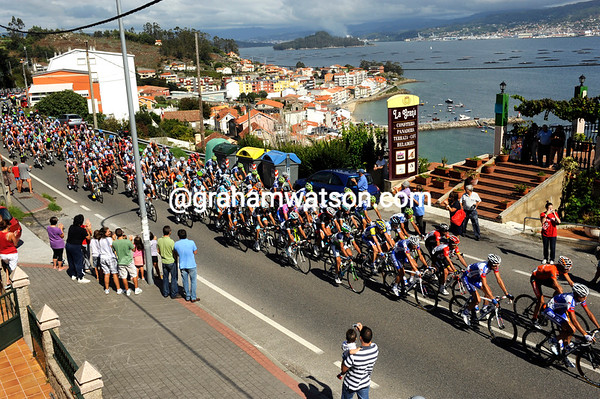 The peloton climbs above the Galician coast at Combarro with 60-kilometres remaining...