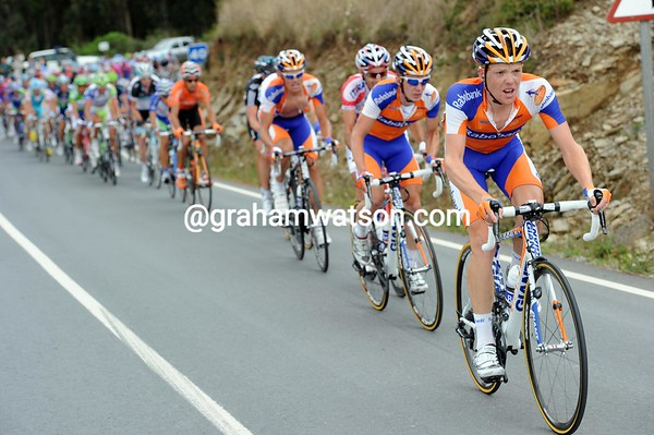Rabobank leads the peloton 30-seconds back - their man Bauke Mollema missed the Nibali move..!