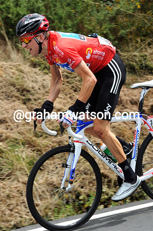 Bradley Wiggins closes the gap himself, but he's looking a bit strained today...