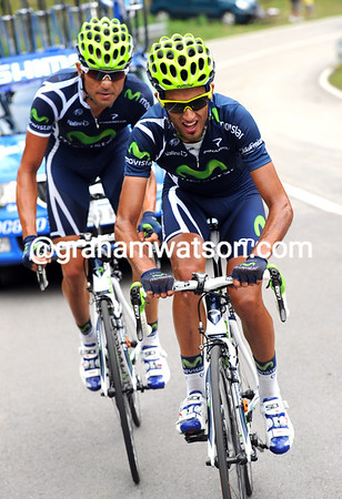 Intxausti and Bruseghin are trying to cross the gap from peloton to escape...