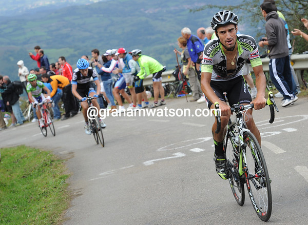 Cobo has continued his acceleration, leaving Martin and Rodrigiez behind...