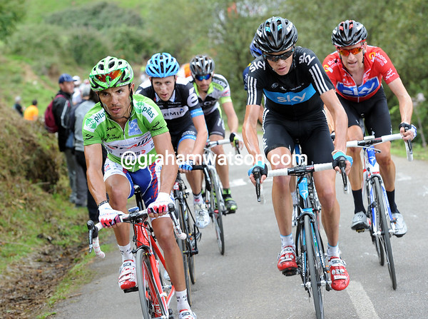 Froome starts his work now, pacing Wiggins up to and past Rodriguez and Martin - Menchov is lurking in the background...