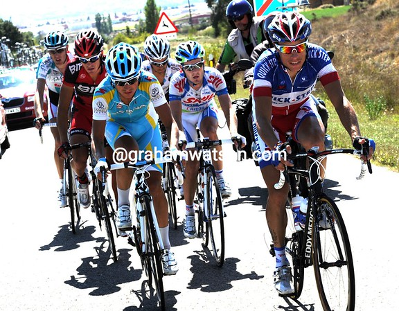 A new escape gets away, led by Chavanel again...