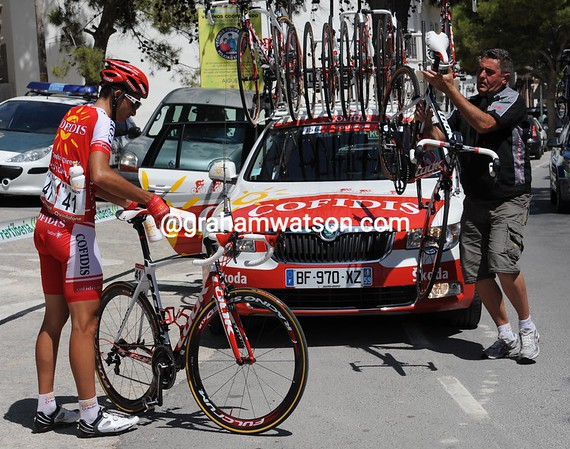 Johan Bagot, son of Jean-Claude Bagot, is changing his whole bike..!