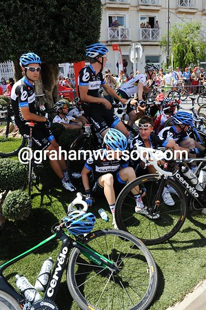 The Garmin-Cervelo team are staying in the shade of a big tree for as long as they can...