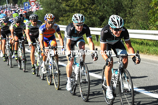 Leopard's Rohregger and O'Grady are now chasing hard, their man Bennati is the only true sprinter in this main group..!