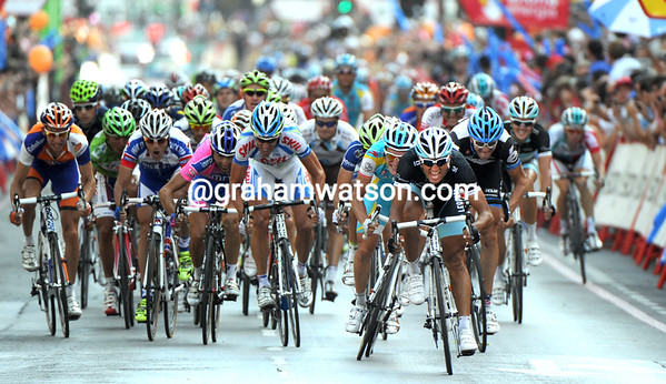 The sprint looks dangerous with so many non-sprinters sprinting..!