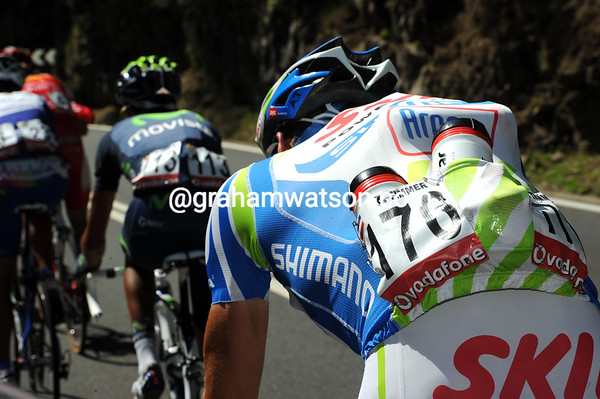 It's another scorching hot day in the Vuelta - Albert Timmer is one of many riders doing water-carrying duties...