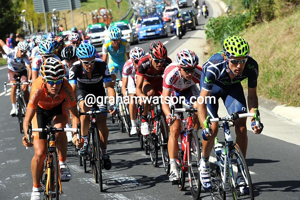 Pablo Lastras and Mikel Nieve are pushing the break along towards the Urkiola mountain, but their lead is down to about three minutes...