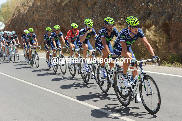Movistar is the only team chasing at the moment, but Lastras will be dropped as soon as the last climb begins...