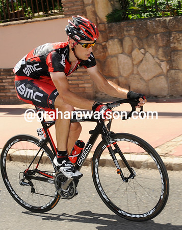 Martin Kohler passes through Cordoba alone - the other escapers have dropped back...
