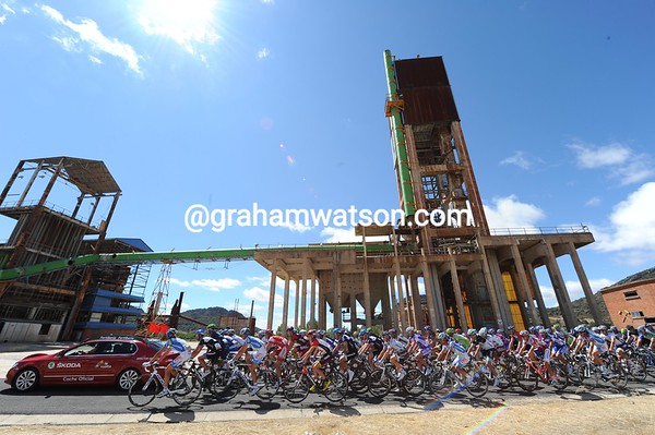 The Vuelta leaves the start in Almaden by way of a disused mine - as you do...