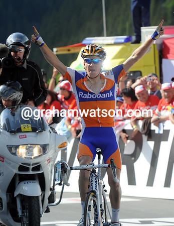 Steven Kruijswijk wins stage six of the Tour de Suisse..!