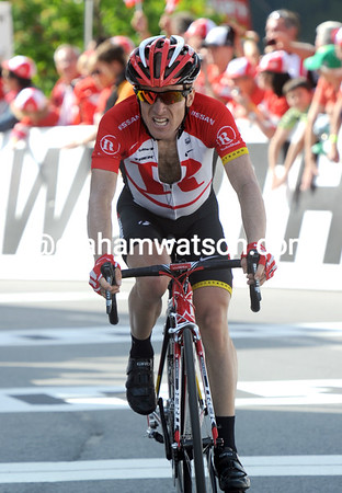 Leipheimer finishes second and takes nine-seconds away from Cunego's lead...