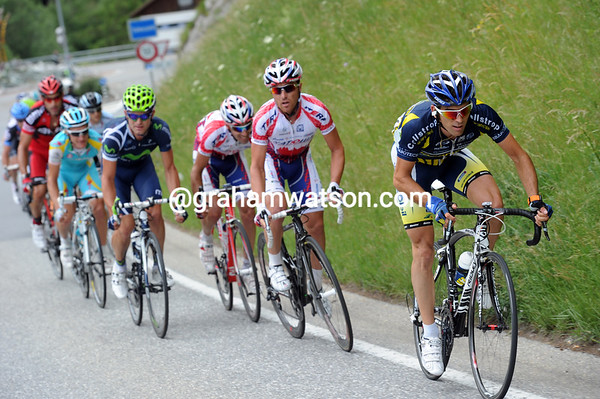 About fifteen riders get away to form a new escape as the climbing starts towards Davos...
