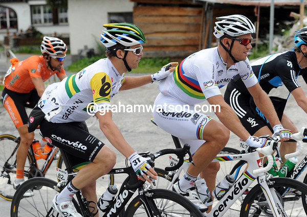 Bobridge asks Hushovd if he wants the other feed-bag - but the World Chmpion is not hungry it seems...