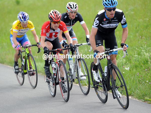 Vande Velde, Leipheimer, Schleck and Cunego accelerate even more - there's a Tour de Suisse podium at stake now..!