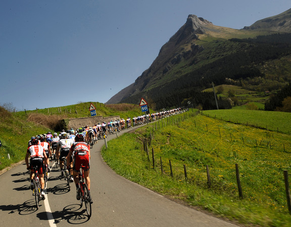 Beautiful weather cannot change the fact that this is another hilly stage coming..!