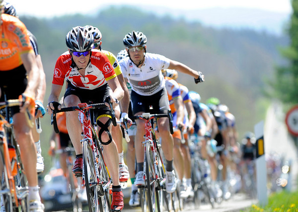 Chris Horner chases hard for Radio Shack and Andreas Kloden on stage five...