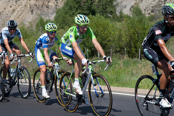 Viviani wears the green jersey and had talked yesterday of working for Oss today...