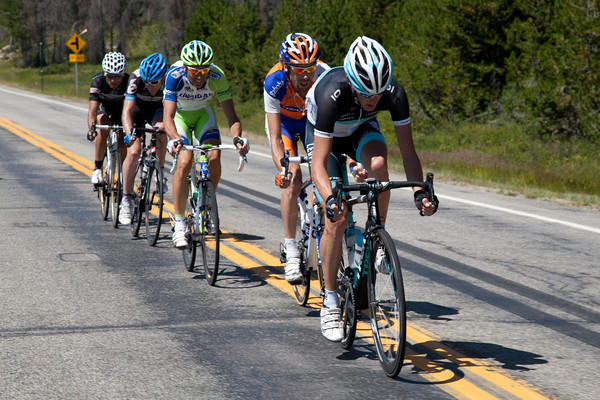 The break of the day is now established, Basso, Ten Dam, and Andy Schleck bring some serious power to this escape, but they are all over six and a half minutes back.