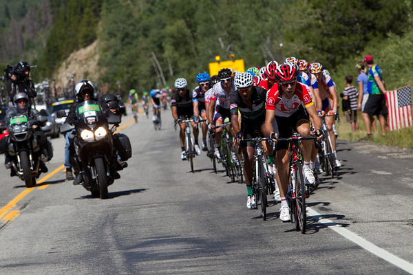 The high pace continues to shell riders off the peloton.