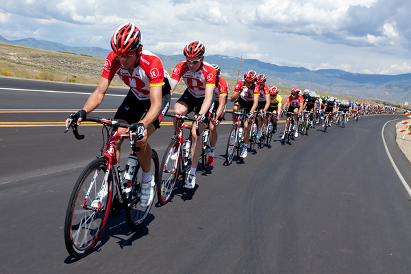 RadioShack has the peloton strung out, their pace is steady, but not so fast the the groups that had been dropped on Rabbit Ears couldn't join back on.