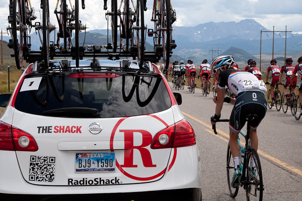 Frank is talking to the RadioShack team car, perhaps negotiating to see if the escape can succeed today?