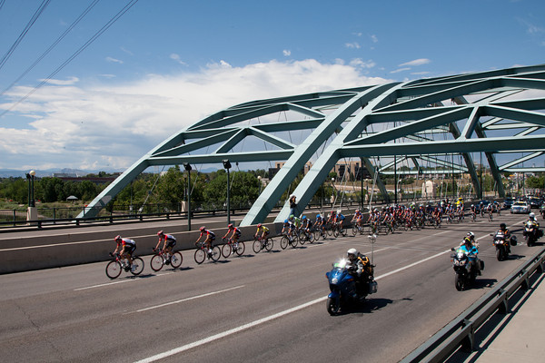 Most of the peloton has re-grouped as they enter Denver with RadioShack at the head...