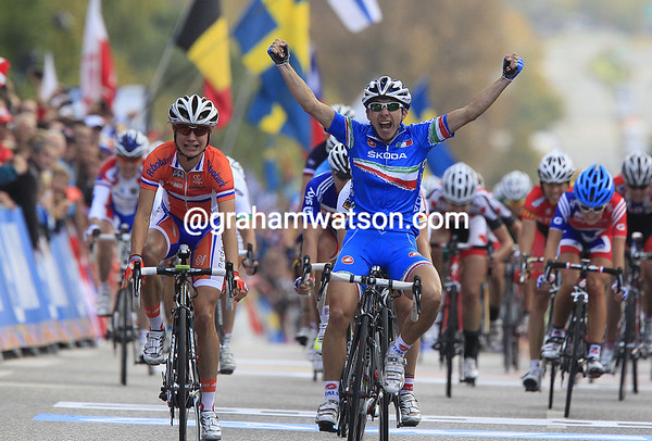 Giorgia Bronzini wins the Womens World Championship ahead of Marianne Vos and Ina Teutenberg...
