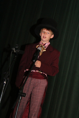 """Gr. 5 Shows """"Willy Wonka"""""""