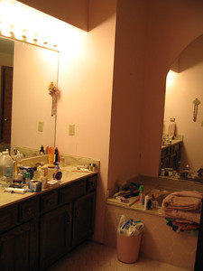 Master bathroom before 4