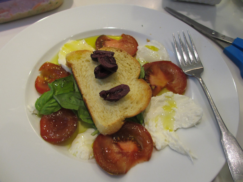 Syl made this Caprese salad for our lunch