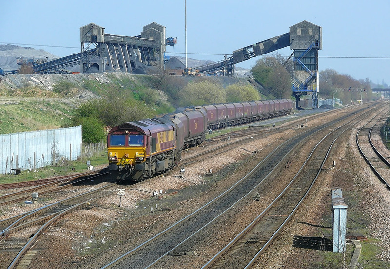 66015 is seen slowly departing Hatfield Mian Colliery whilst in charge of 6B66 1330 Departure to West Burton Power Station.