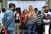 """BRASIL 012-04-15 A Prefeitura de Sao Jose dos Campos realiza neste domingo (15) mais um dia de provas do concurso publico. Serao 17 locais espalhados em varios pontos da cidade. O candidato devera consultar onde fara a prova no site da Vunesp ( <a href=""""http://www.vunesp.com.br"""">http://www.vunesp.com.br</a>) ou da Prefeitura ( <a href=""""http://www.sjc.sp.gov.br"""">http://www.sjc.sp.gov.br</a>). Serao 11.058 candidatos na disputa das vagas para 9 cargos (29 especialidades), entre eles o de gestor publico, um dos mais concorridos (223 candidatos por vaga). Os candidatos a essa função farão prova nos dois períodos do dia (8h e 14h). Todos os demais farão prova em apenas um período, dependendo do cargo escolhido. Na foto candidatos em frente aos dois locais de provas da UNIVAP"""