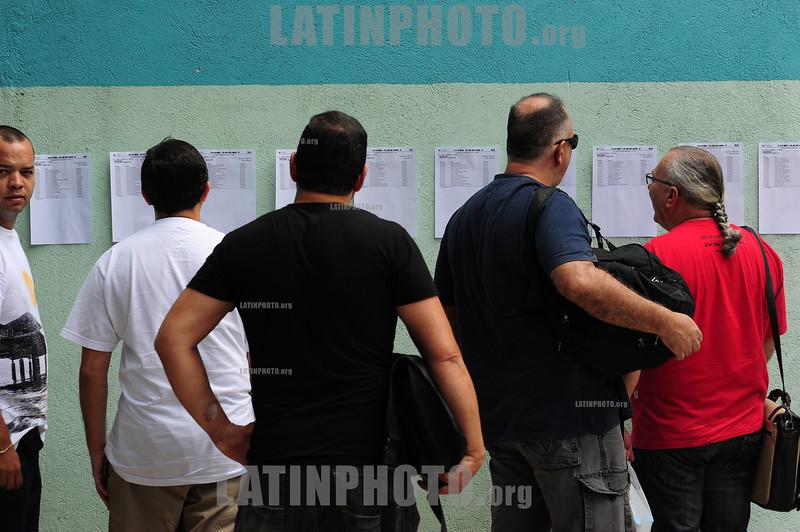 BRASIL 2012-03-25 DUZENTOS E CINCO CANDIDATOS PARA O EXAME DA ORDEM DA OAB SE PREPARAM PARA FAZER O EXAME DA SEGUNDA FASE DA ORDEM EM SAO JOSE DOS CAMPOS - SP NA ESCOLA JOAO CURSINO. / Brasilien: Studenten. © Lucas Lacaz Ruiz/LATINPHOTO.org
