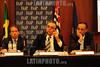BRASIL 2012-04-26 IV SEMINARIO SOBRE GESTAO DE CIDADES EM TEMPOS DE INTEGRACAO REGIONAL PROMOVIDO PELA FAAP EM SAO JOSE DOS CAMPOS - SP BRASIL. NA FOTO EDSON APARECIDO ESQ VICTOR MIRSHAWKA CENTRO E EDUARDO CURY DIR. / Brasilien: VICTOR MIRSHAWKA. © Lucas Lacaz Ruiz/LATINPHOTO.org