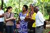 BRASIL 2012-03-25 REUNIAO NO BANHADO COM MORADORES E REPRESENTANTES DO BID - BANCO INTERAMERICANO DE DESENVOLVIMENTO PARA ACORDO AMIGAVEL E DEFINICAO DAS 285 FAMILIAS QUE MORAM NO LOCAL E QUE A PRFEITURA QUER REMOVER PARA A PASSAGEM DE UMA AVENIDA E CRIACAO DE UM PARQUE NO CENTRO DA CIDADE. O DEFENSOR PUBLICO DR JAIRO SALVADOR ESTEVE NO LOCAL E ANUNCIOU TAMBEM QUE A DEFENSORIA PUBLICA GANHOU RECENTEMENTE UMA ACAO MOVIDA POR 3 MORADORES CONTRA A PREFEITURA PELA NAO RETIRADA DE ENTULHOS DAS CASAS JA DEMOLIDAS PELA PREFEITURA. A MULTA E DE R$ 1MIL POR DIA E DEVE SER REVERTIDA A FAVOR DOS AUTORES DA ACAO. / Estudio de residentes desplazados de una aldea destruida. / Survey of displaced residents from a destroyed village. / Brasilien: Befragung von vertriebenen Einwohnern aus einer zerstörten Siedlung. Funktionärin. © Lucas Lacaz Ruiz/LATINPHOTO.o