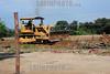 2012-04-14 DESABRIGADOS PINHEIRINHONA FOTO MAQUINA TRABALHA NA LIMPEZA DO TERRENO DO PINHEIRINHO. / excavadora. / Brasilien: Bagger auf dem Gelände der zerstörten Armensiedlung Pinheirinho. © Lucas Lacaz Ruiz/LATINPHOTO.org