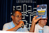 BRASIL 2012-04-20 O JORNALISTA INVESTIGATIVO AMAURY REIBEIRO JR AUTOR DO LIVRO PRIVATARIA TUCANA DURANTE PALESTRA PROMOVIDA PELO SINDICATO DE CIENCIA E TECNOLOGIA DE SAO JOSE DOS CAMPOS - SP NO AUDITORIO DE DIREITO DA UNIVAP CENTRO. ANTEONTEM AMAURY RECEBEU A NOTIFICACAO QUE O EX GOVERNADOR JOSE SERRA ABRIU UM PROCESSO CONTRA ELE. NA FOTO IVANIL ELISARIO BARBOSA PRESIDENTE DO SINDCT. / Brasilien: Investigationsjournalismus. © Lucas Lacaz Ruiz/LATINPHOTO.org
