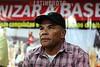 2012-04-17 AUDIENCIA PUBLICA SOBRE A SITUACAO DAS CRIANCAS DESALOJADAS DO PINHEIRNHO, PROMOVIDA PELO DEP ESTADUAL MARCO AURELIO DE SOUZA - PT NO SINDICATO DOS METALURGICOS DE SAO JOSE DOS CAMPOS - SP. NA FOTO VALDIR MARTINS O MARROM LIDER DO MUST PINHEIRINHO. / Brasilien: Meeting betreffend der Aufhebung der Armensiedlung Pinheirinho. © Lucas Lacaz Ruiz/LATINPHOTO.org