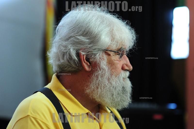 BRASIL 2012-04-24 O TEOLOGO E FILOSOFO LEONARDO BOFF DURANTE ENCONTRO COM MULHERES NA CASA DE CULTURA BOLA DE MEIA E EX MORADORAS DO PINHEIRINHO QUE FAZEM PARTE HOJE DA ASSOCIACAO MULHERES DO PINHEIRINHO. / Teologo, filosofo, escritor, profesor, ecologista brasileno Leonardo Boff. / Professor Leonardo Boff, theologian, philosopher and writer, known for his active support for the rights of the poor and excluded. / Brasilien: Der brasilianischer katholischer Theologe und Hauptvertreter der Befreiungstheologie Leonardo Boff. © Lucas Lacaz Ruiz/LATINPHOTO.org