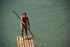Cuba. Baracoa, Guantanamo, Balseros en el Rio Toa. Estos hombres se trasladan en balsas hechas de madera, impulsandose con un palo largo. Balsa. nino. / River. / Kuba: Fluss. Floss. © Valentin Sanz Gonzalez/LATINPHOTO.org