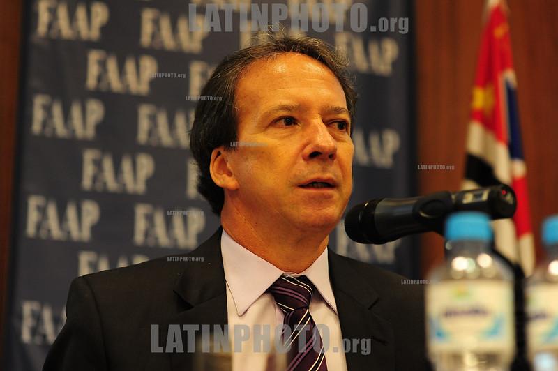 BRASIL 2012-04-26 IV SEMINARIO SOBRE GESTAO DE CIDADES EM TEMPOS DE INTEGRACAO REGIONAL PROMOVIDO PELA FAAP EM SAO JOSE DOS CAMPOS - SP BRASIL. NA FOTO EDSON APARECIDO SEC DE DESENVOLVIMENTO E GESTAO METROPOLITANA DO ESTADO DE SP. / Brasilien: VICTOR MIRSHAWKA. © Lucas Lacaz Ruiz/LATINPHOTO.org