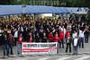 BRASIL 2012-04-25 TRABALHADORES DA GM PRIMEIRO TURNO FIZERAM DUAS VOTACOES NA MANHA DE HOJE ONDE APROVARAM A CRIACAO DO TERCEIRO TURNO NA MONTAGEM DA NOVA S-10. / TRIAL BLAZER E O PAGAMENTO DA PLR EM MAIO. SAO JOSE DOS CAMPOS - SP BRASIL. / Strike action. / Brasilien: Streik bei GM. © Lucas Lacaz Ruiz/LATINPHOTO.org